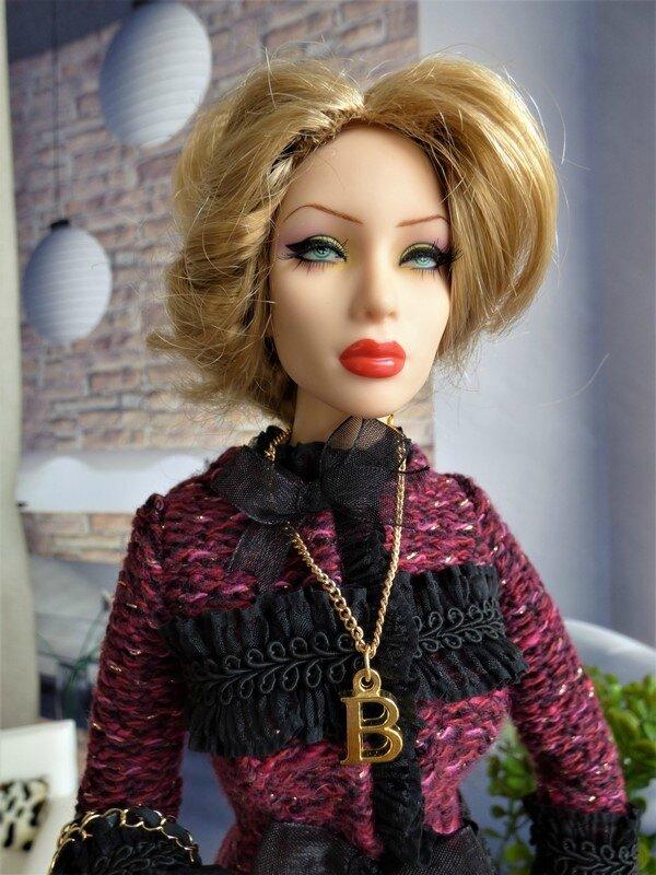 07 Brittany en tailleur Chanel