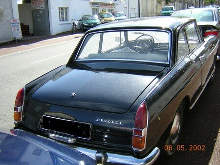 Peugeot404_coupe_3
