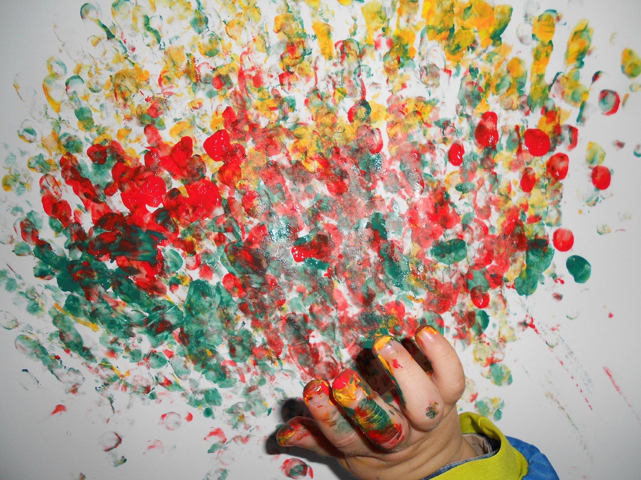 Peindre avec les doigts le blog de thali activit s pour petites mains - Table a repasser avec les mains ...