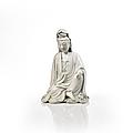 Statuette de guanyin en porcelaine blanc de chine, chine, dynastie qing, fin du xviiie-début du xixe siècle