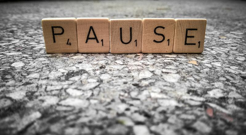 pause_800x440