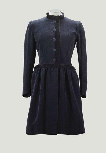 Balenciaga Haute Couture, Eisa B.E.1936. Manteau en drap de laine et velours noir