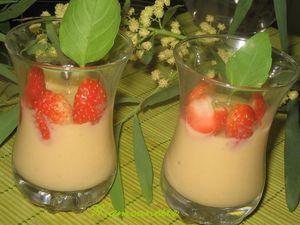 Verrines_cr_me_p_tissi_re_maison_avec_fraises_et_basilic_004
