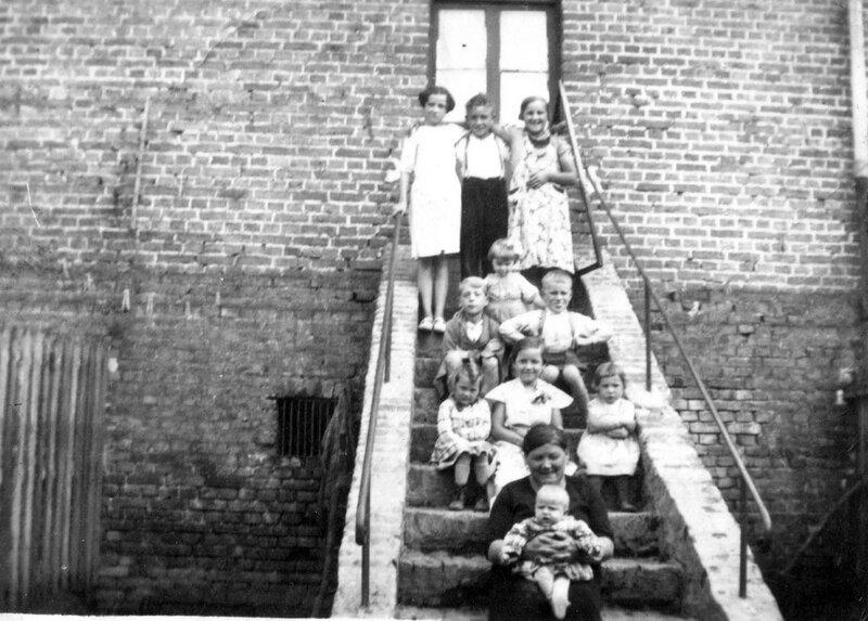 catherine guedes avec renee et enfants inconnus