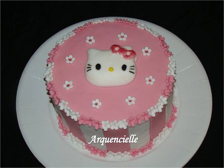 G_teau_Hello_Kitty_rose_et_blanc_d_tail_kitty