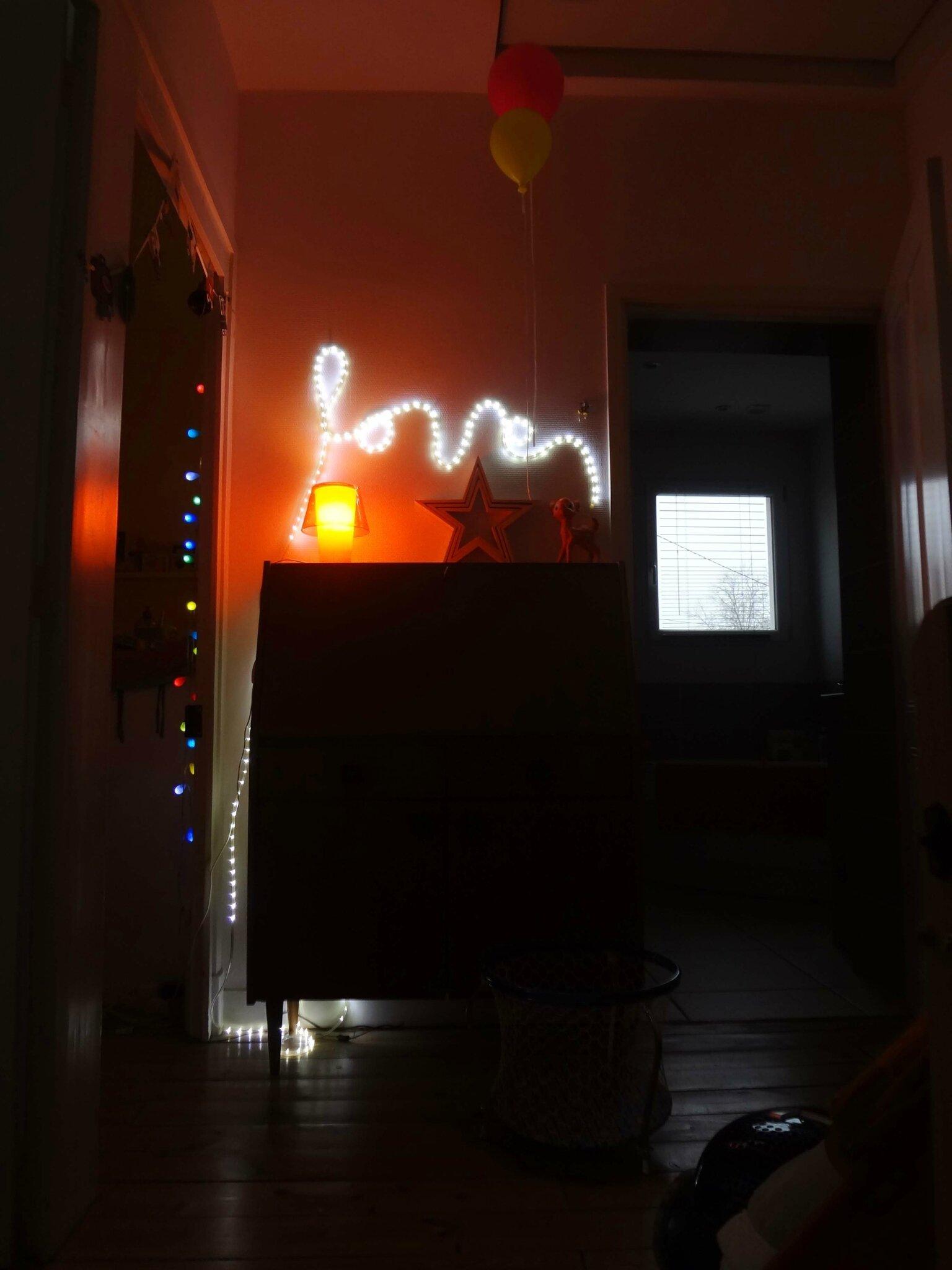 10-meuble chiné-néons