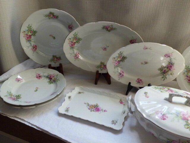 Service de table ancien en porcelaine d cor de roses - Service de table rose ...