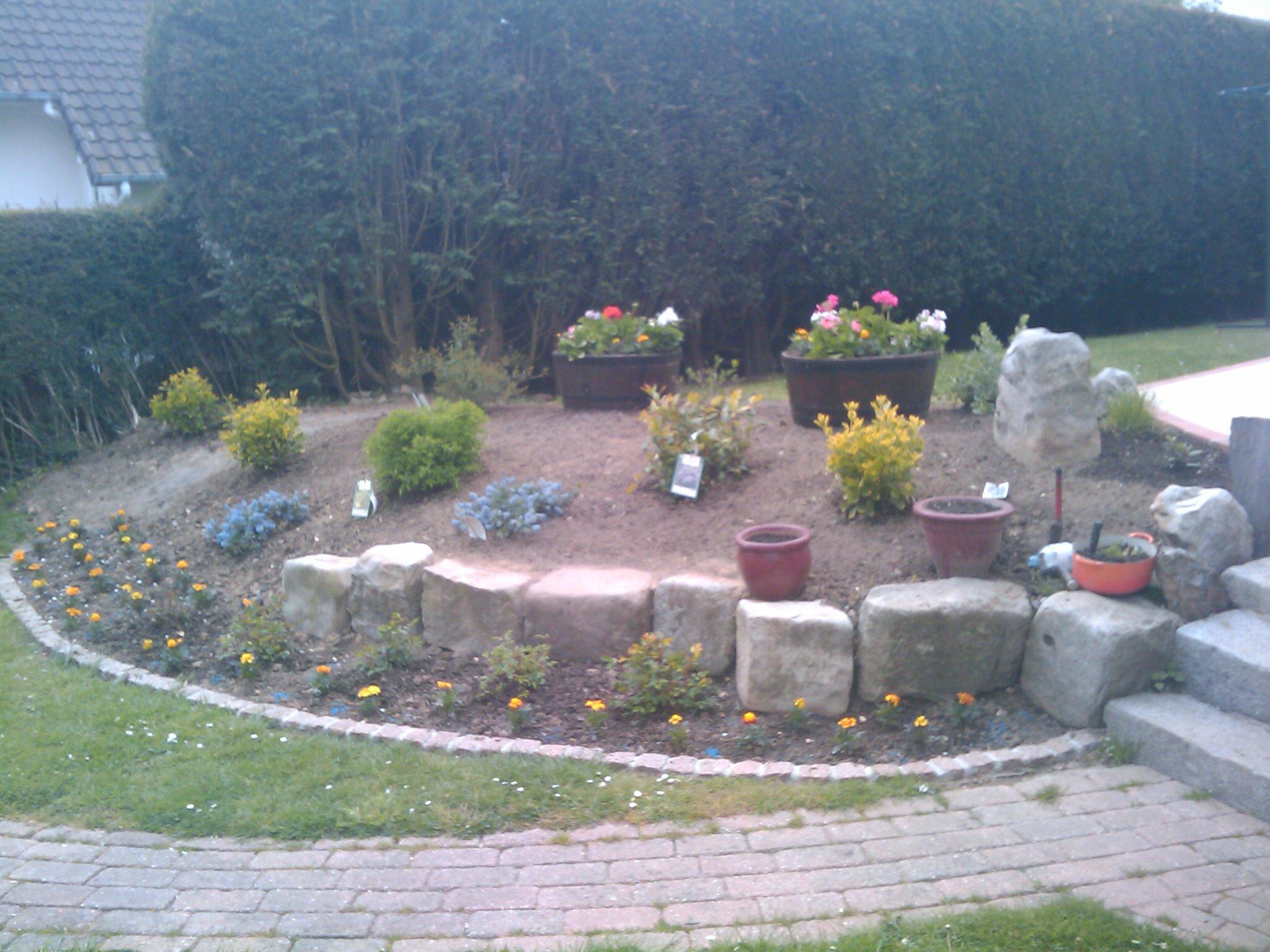 Massif sur talus d sherb photo de entretiens et for Tarif jardinier paysagiste