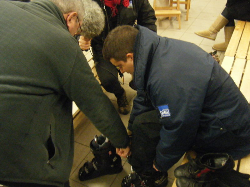 ALBAN ESSAIE SES CHAUSSURES
