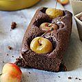 Gâteau fondant au chocolat et cerises napoléon, tout le style est dans la queue