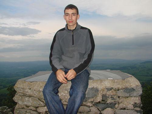 2008 06 09 Cyril sur la table d'orientation au sommet du Pic du Lizieux