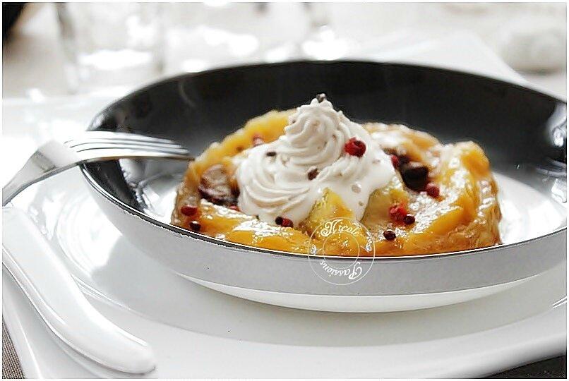 Tatin de foie gras aux mangues et spéculoos et sa chantilly de crème de vinaigre balsamique....