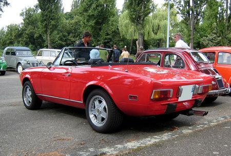 Fiat_124_spider_02