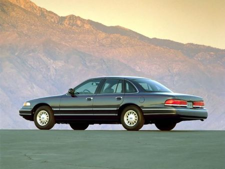 Ford_Crown_Victoria_LX_1997_002_72973C18