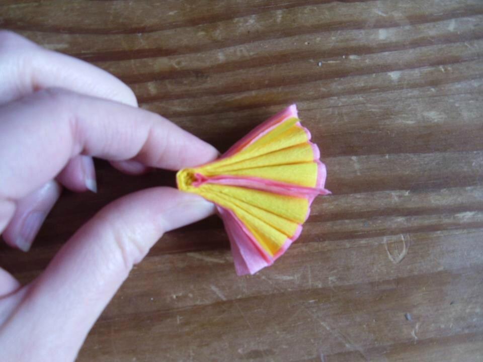Fleurs en papier cr pon f 39 laur 39 il ge - Fleur en papier crepon pliage ...