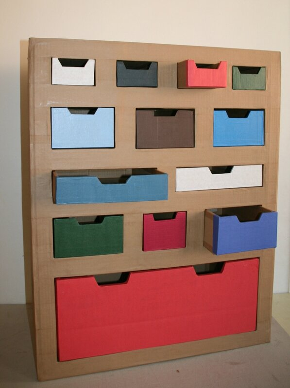 finitions du meuble de rangement pour playmobil talie cartonne. Black Bedroom Furniture Sets. Home Design Ideas