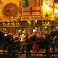 Calèche devant un pub à Temple Bar