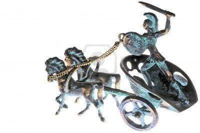 2126902-miniature-d-39-une-sculpture-en-cuivre-avec-quatre-rayons-de-roue-de-char-tire-par-deux-chevaux-avec