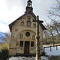 La chapelle et la croix