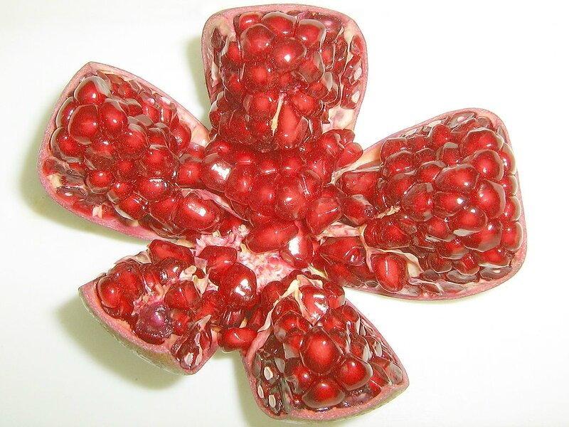 1024px-Pomegranate_opened