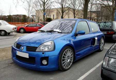 Renault_clio_V6__23_me_Salon_Champenois_du_v_hicule_de_collection__01