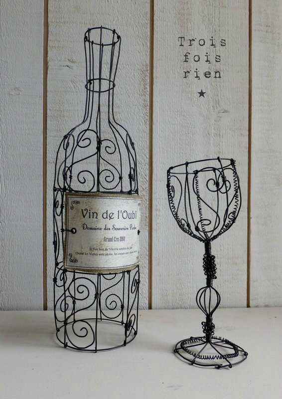 Le vin de l'oubli, bouteille fil de fer, verre fil de fer, wire bottle and wire glass (1)