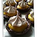 Tartelettes au lemon curd, pâte sablée au chocolat, et meringue suisse (sans gluten, sans lactose)