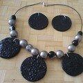 collier noir et argent