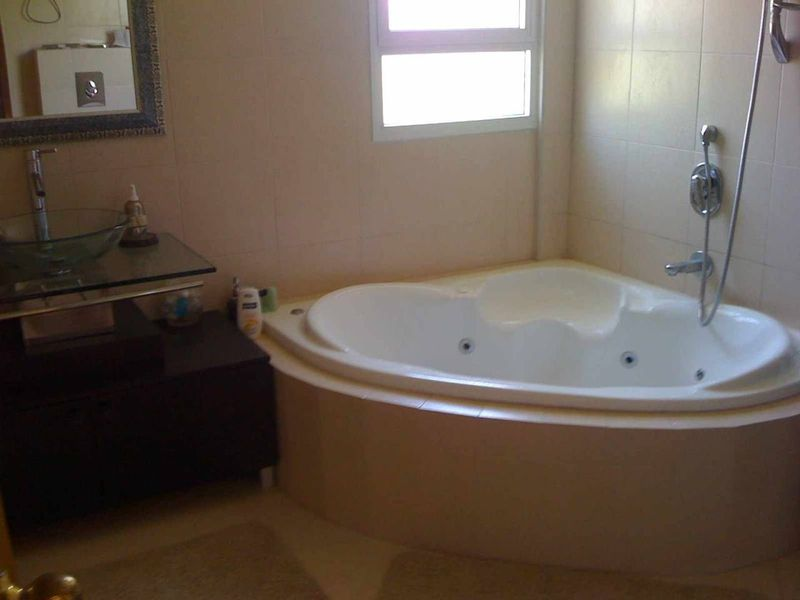 Salle de bain jacuzzi chambre parents photo de la for Salle de bain jacuzzi