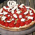 Tarte aux fraises crème pâtissière citron et éclat de pistaches et de meringues