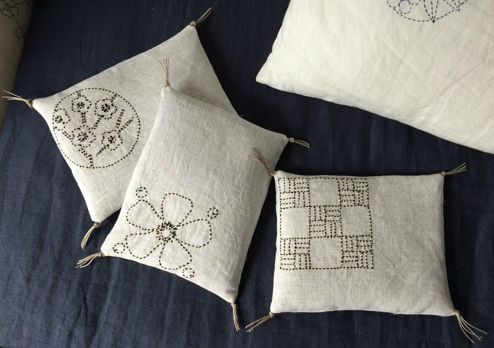 coussins bouillotes en graines de lin en lin et un. Black Bedroom Furniture Sets. Home Design Ideas
