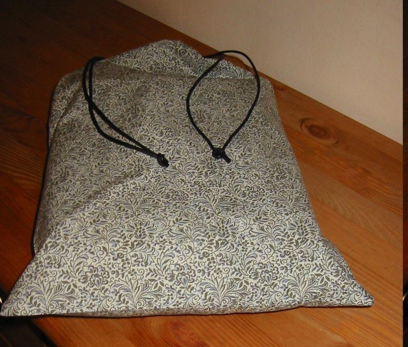 couverture grise et son pochon