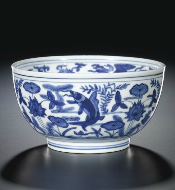 A blue and white 'Dragon and Fish' bowl, mark and period of Jiajing (1522-1566)