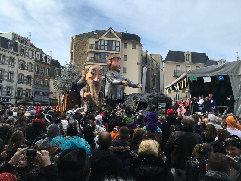 Carnaval de Granville la Grande Cavalcade dimanche 7 février 2016 char Excalibur Roi Arthur Merlin le magicien cours Jonville