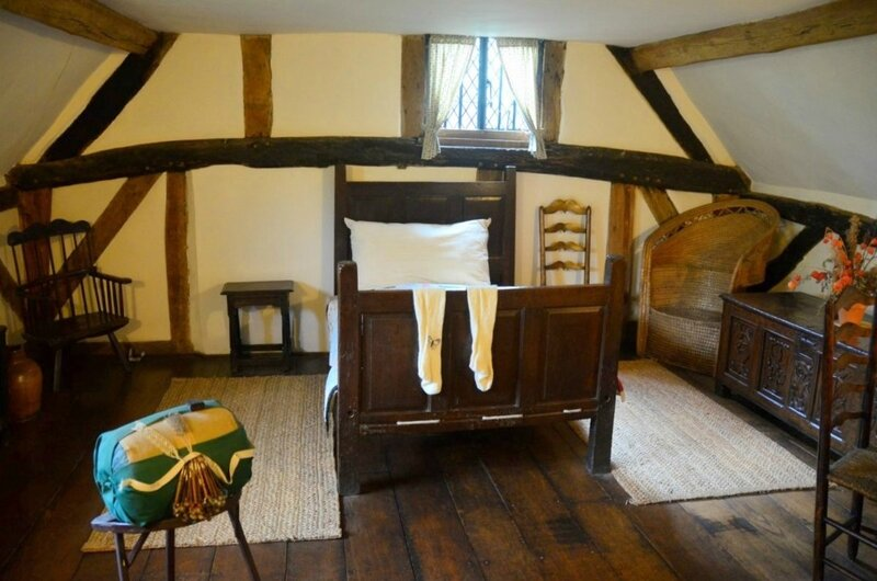 anne-hathaway-s-cottage-interior-3_1200