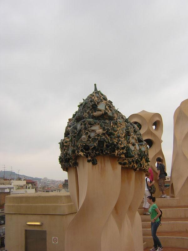 BARCELONE - LA PEDRERA - DES CHEMINÉES