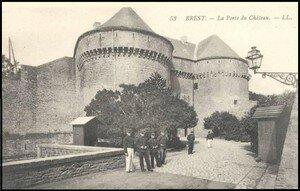 caserne_d_estr_e_porte_du_chateau