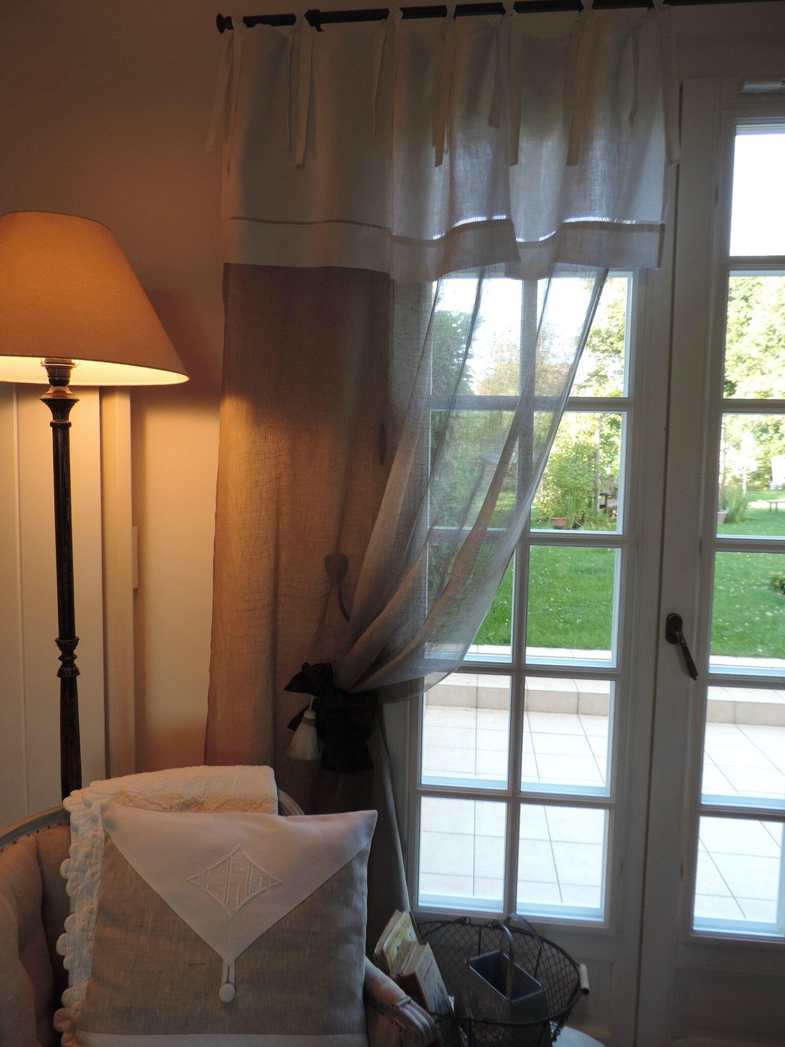 Un superbe rideau en voile de lin naturel et cantonni re en drap ancien l - Rideau avec drap ancien ...