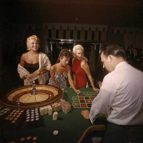jayne-1955-las_vegas-dunes_casino-with_rita_moreno-gloria_paul-by_loomid_dean-1