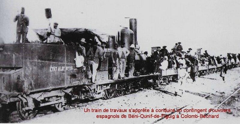 figuid 09 Un train de travaux s'apprête à conduire un contingent d'ouvriers espagnols de Béni-Ounif-de-Figuig à Colomb-Béchard