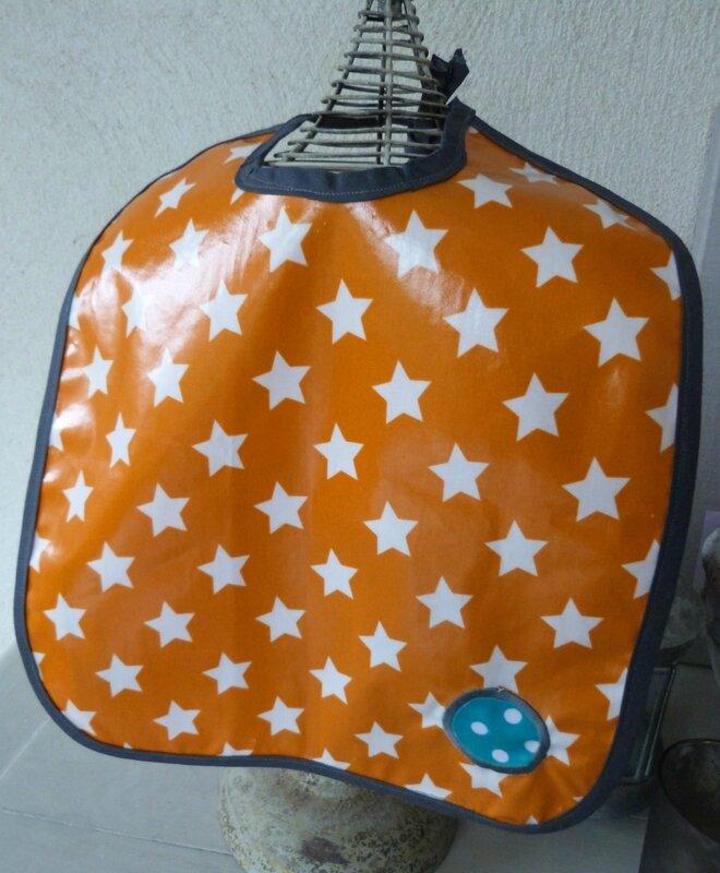 Bavoir orange étoiles Pablo