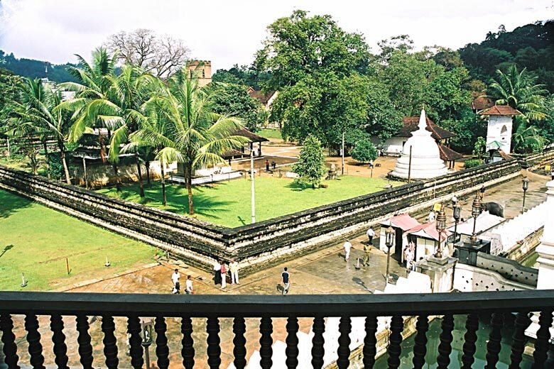 9_a-img019_Kandy-temple-ext - Copie