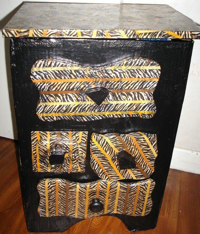 mon premier meuble en carton les cr ations de lilas. Black Bedroom Furniture Sets. Home Design Ideas