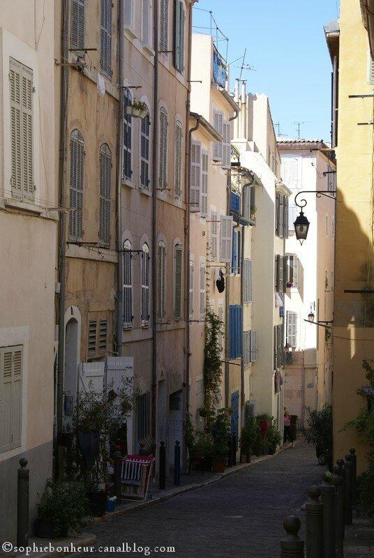 Panier rue calme