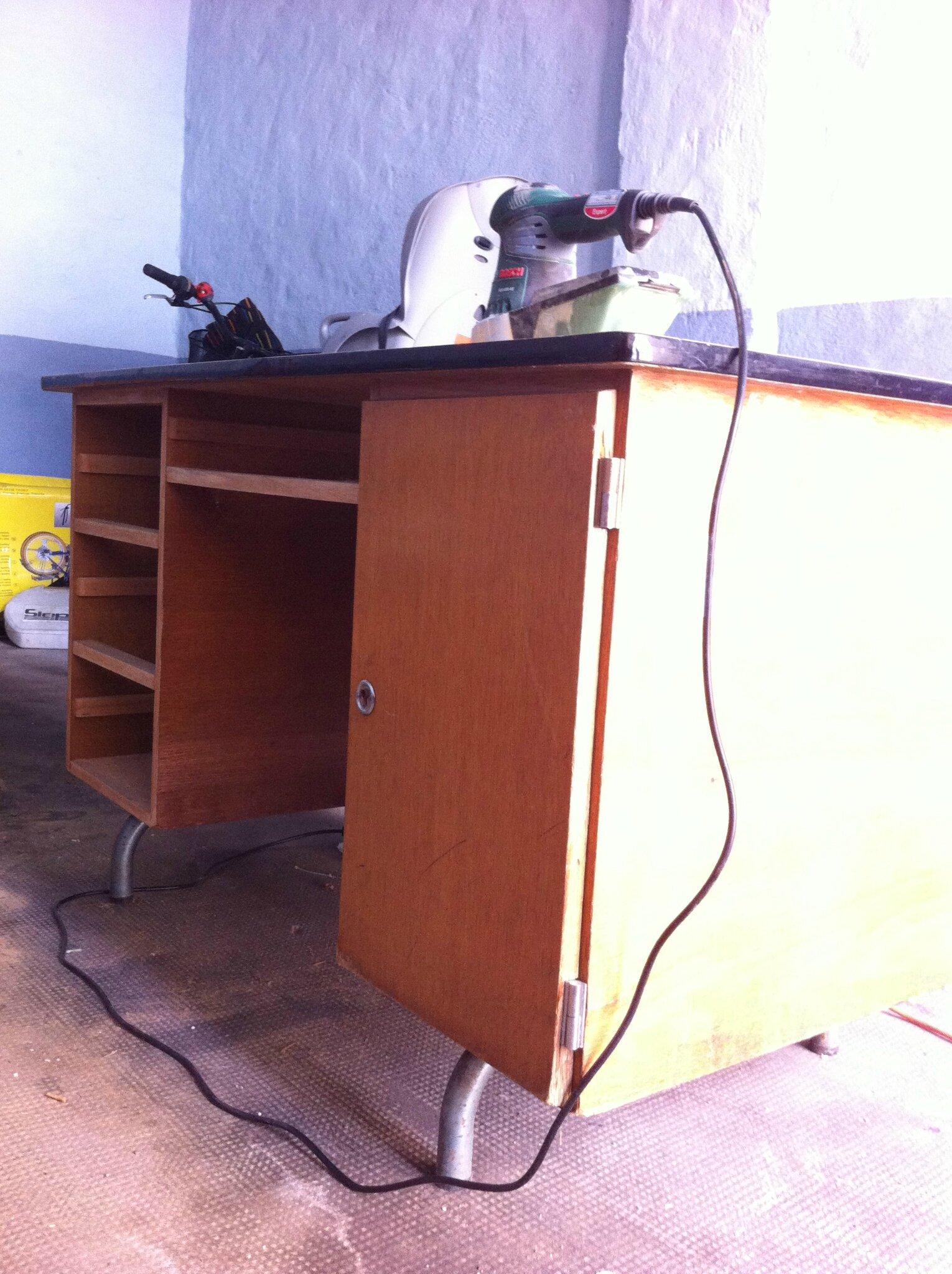 le bureau de l 39 automne avec du joli fil dor. Black Bedroom Furniture Sets. Home Design Ideas