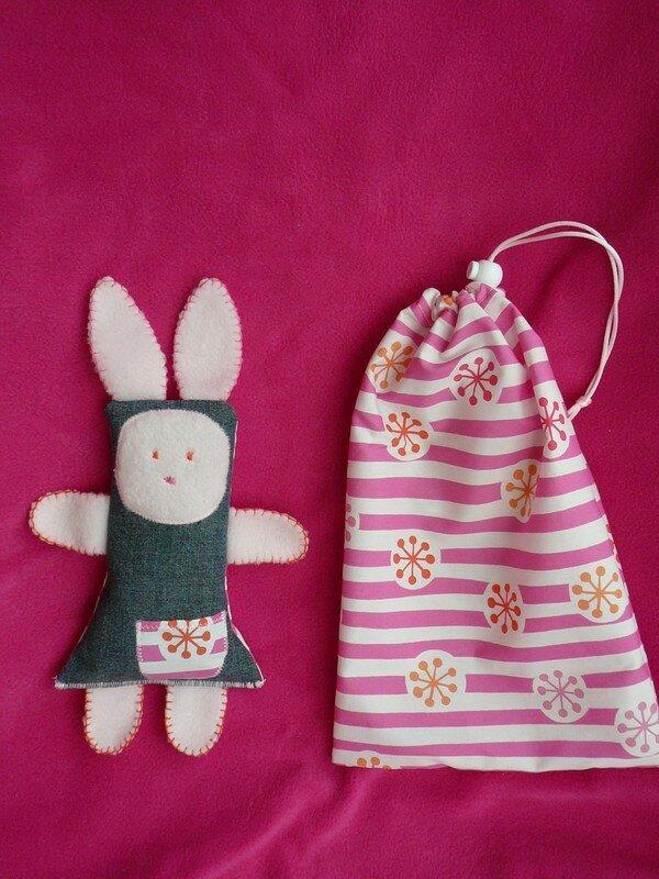 Doudou et sac rose