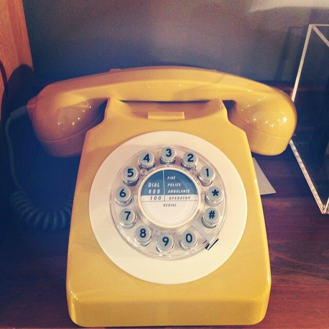 moutarde telephone retro