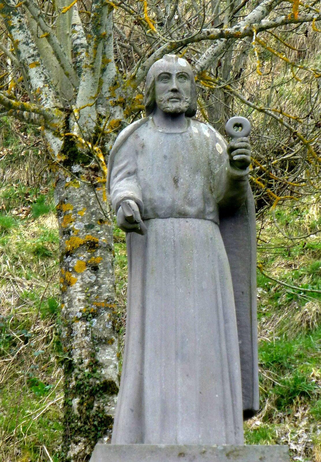 statue de Saint Pierre, à St-Pierre-Roche
