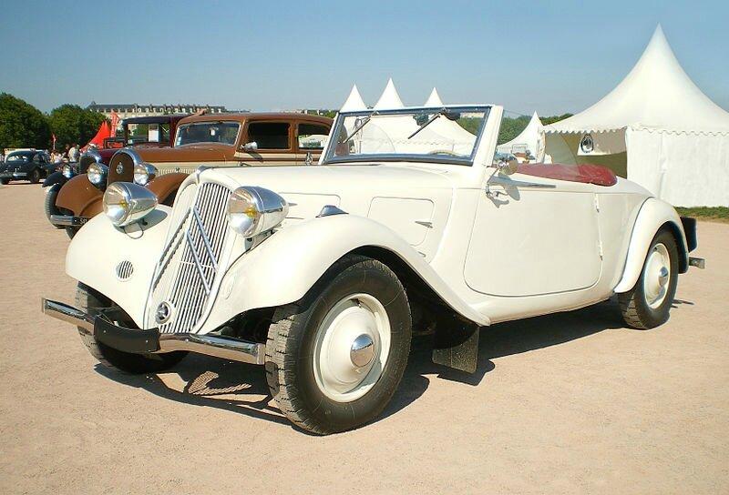 800px-Citroen-Traction-cabriolet-blanc-av