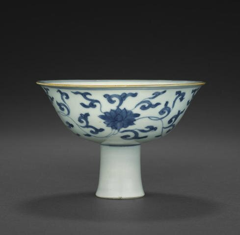 A blue and white stem cup with anhua decoration, Kangxi period